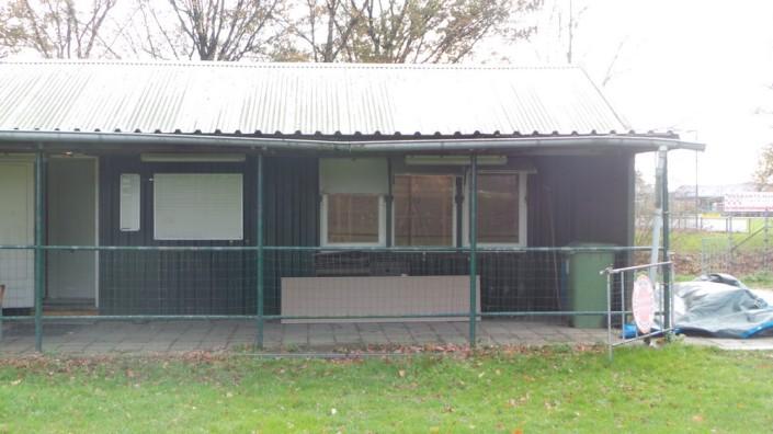 Het clubhuis gezien vanaf het trainingsveld